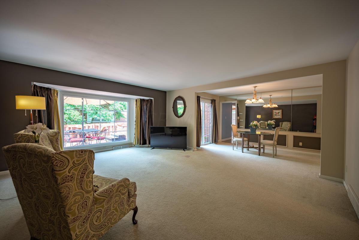 1300 Deerlick family room 3