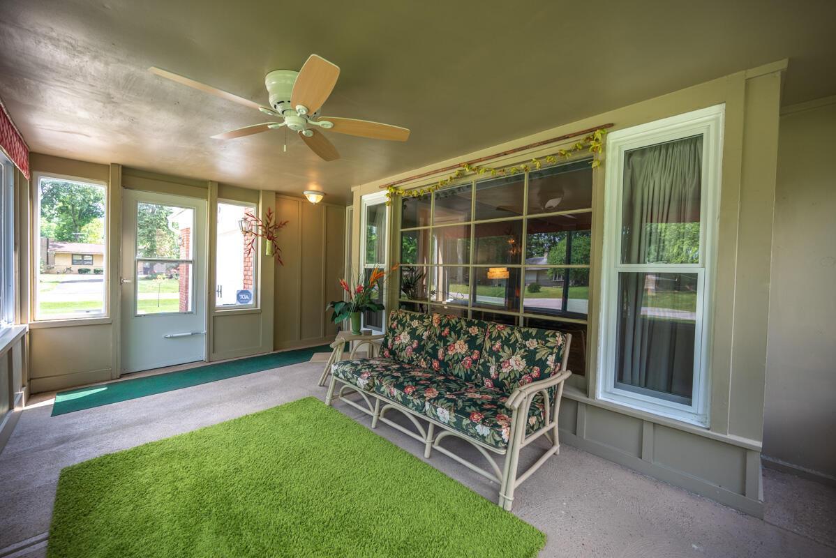1300 Deerlick enclosed porch 2