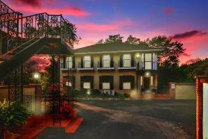 The French Quarter is a unique, charming community tucked away in the heart of Grandview and Marble Cliff .