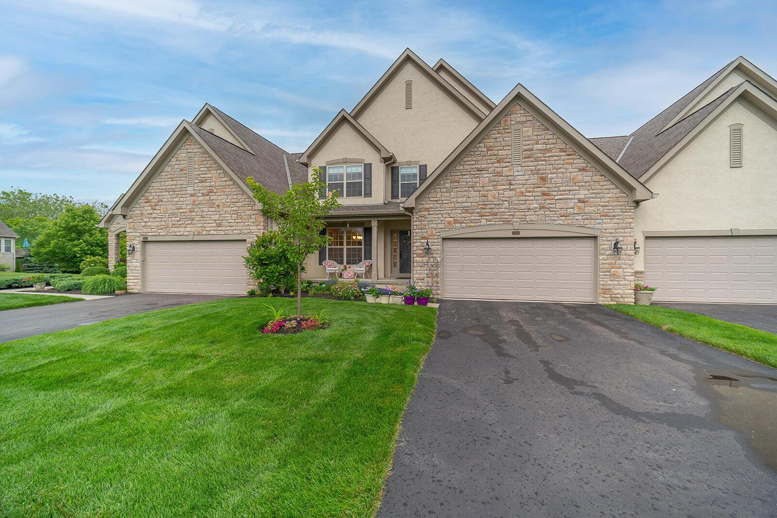Photo of 4789 Scenic Creek Drive, Powell, OH 43065