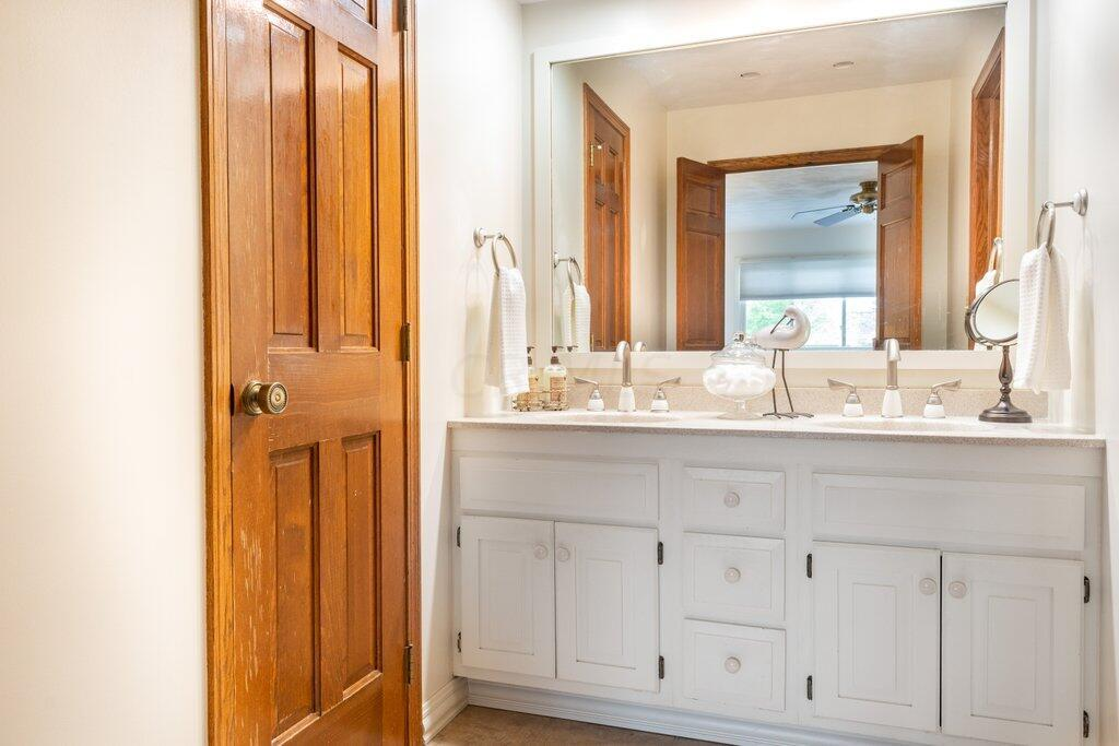 Owner's Full Bath