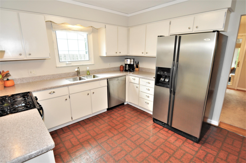 Updated Kitchen w/Stainless Steel Appls!