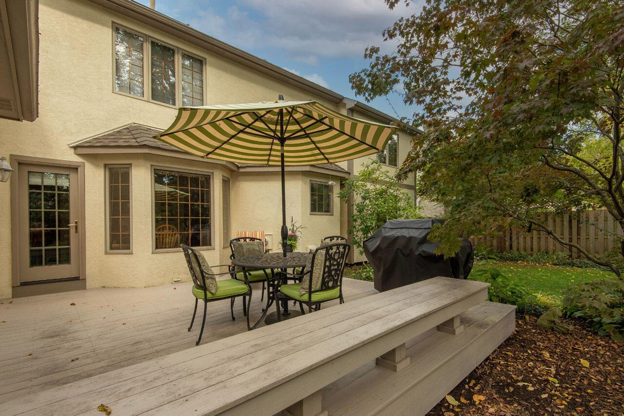 Large rear deck for entertaining
