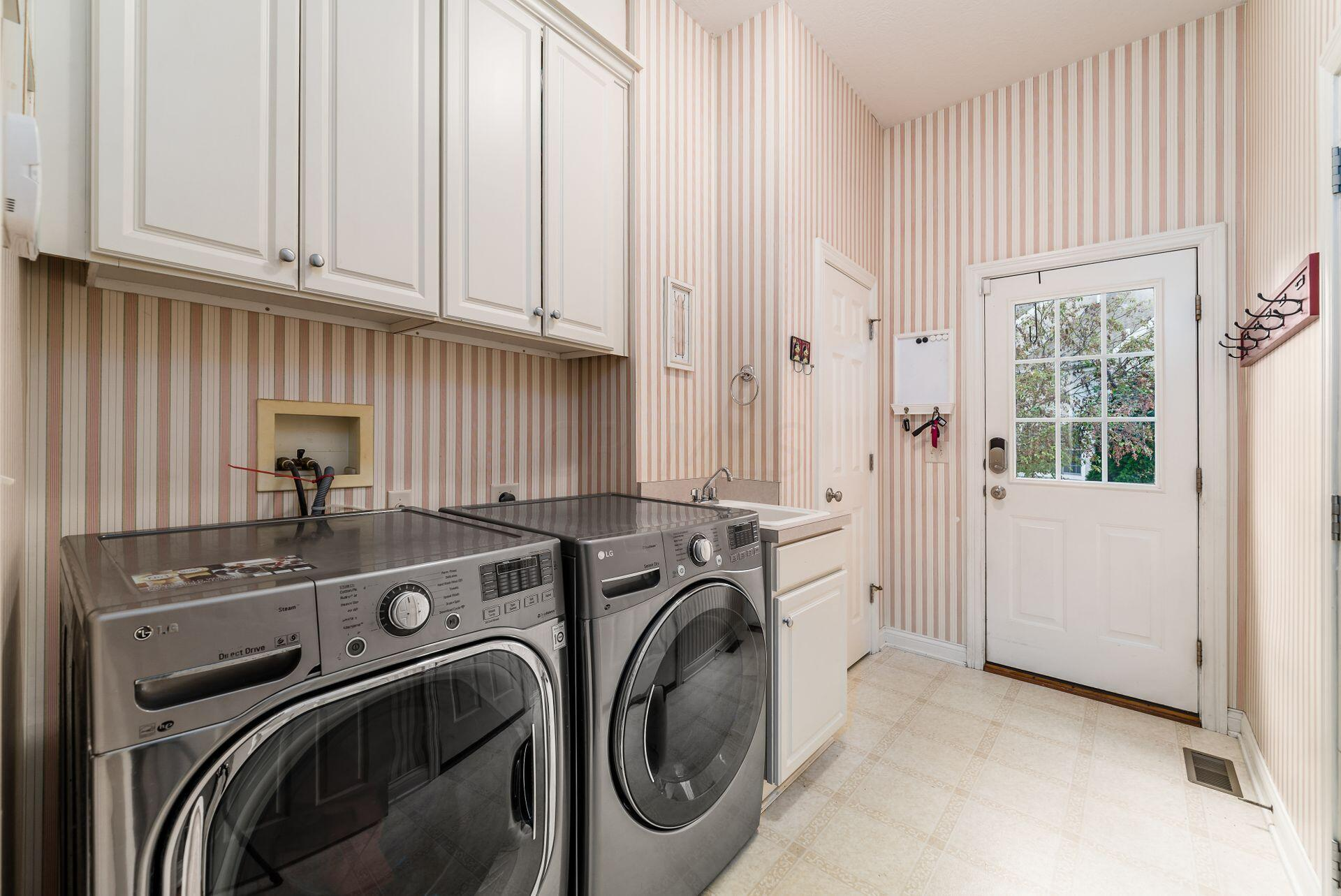 Dual-Entry Laundry