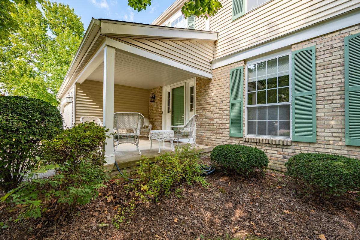 608 Bridgewater front porch 4