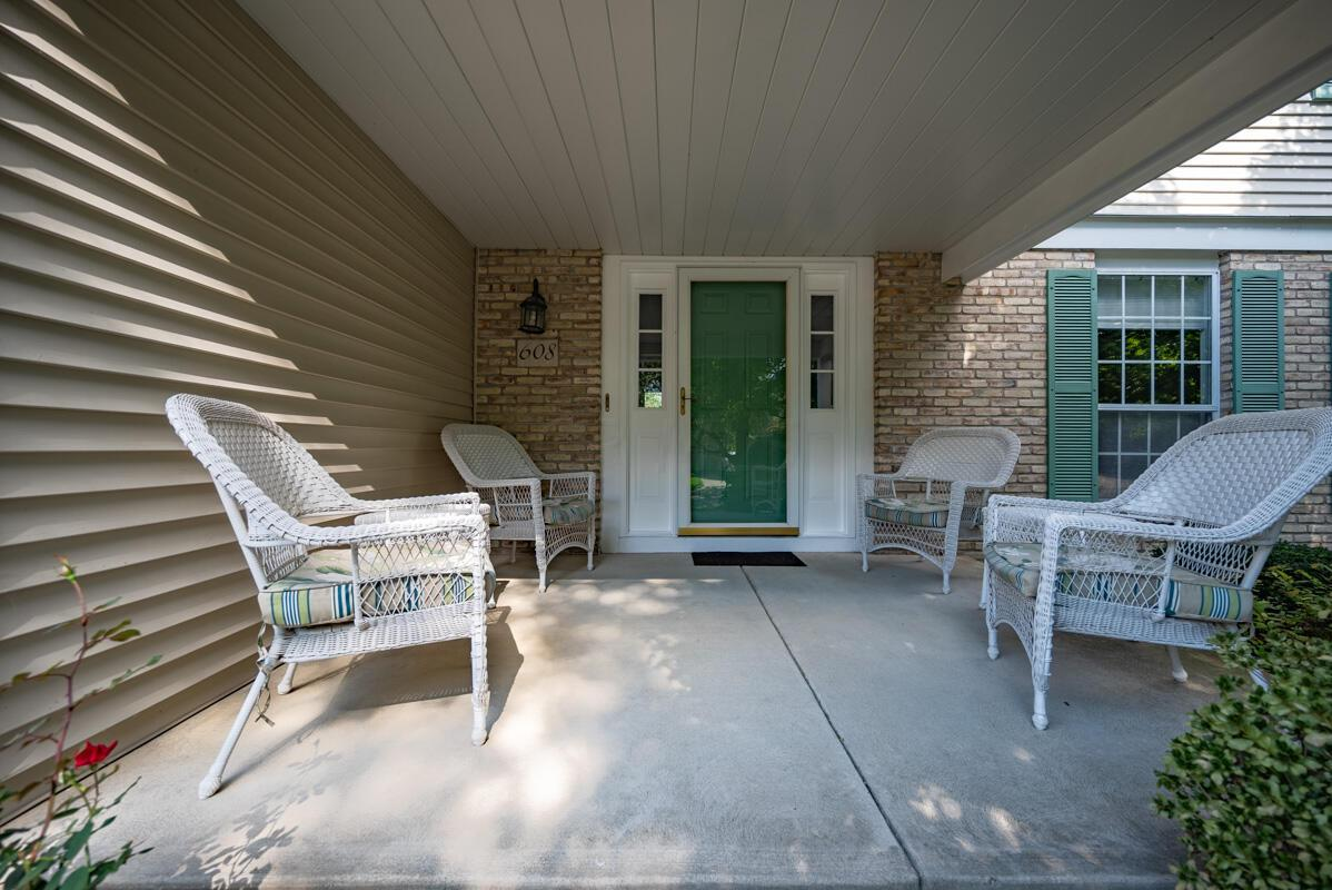 608 Bridgewater front porch 5