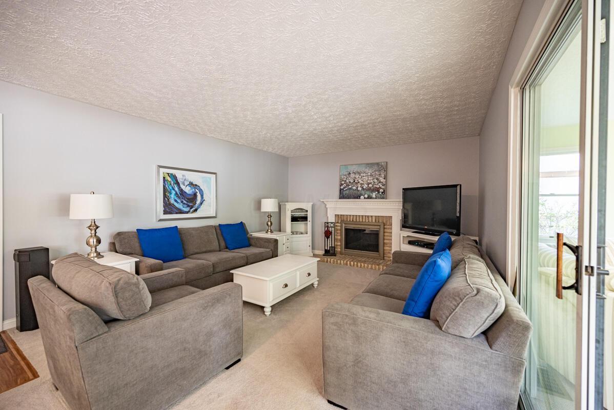 608 Bridgewater family room 1