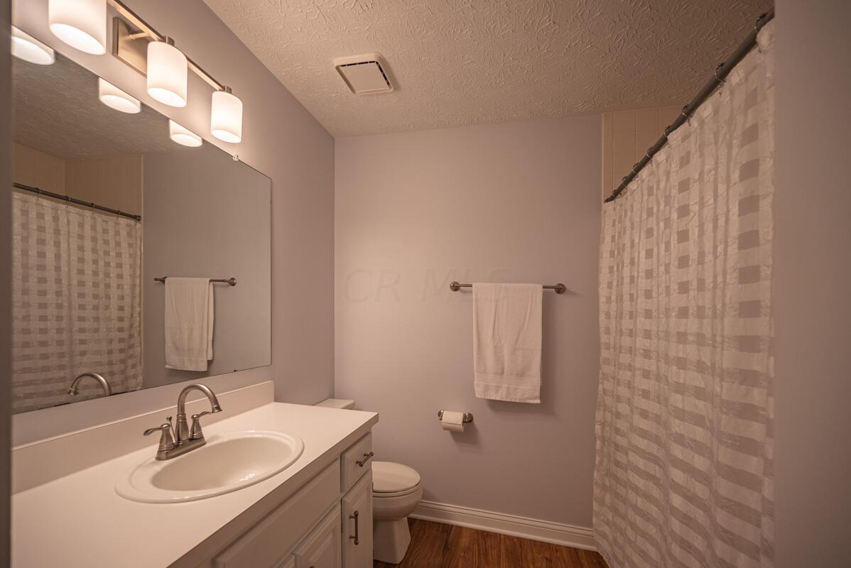 608 Bridgewater full hall bath