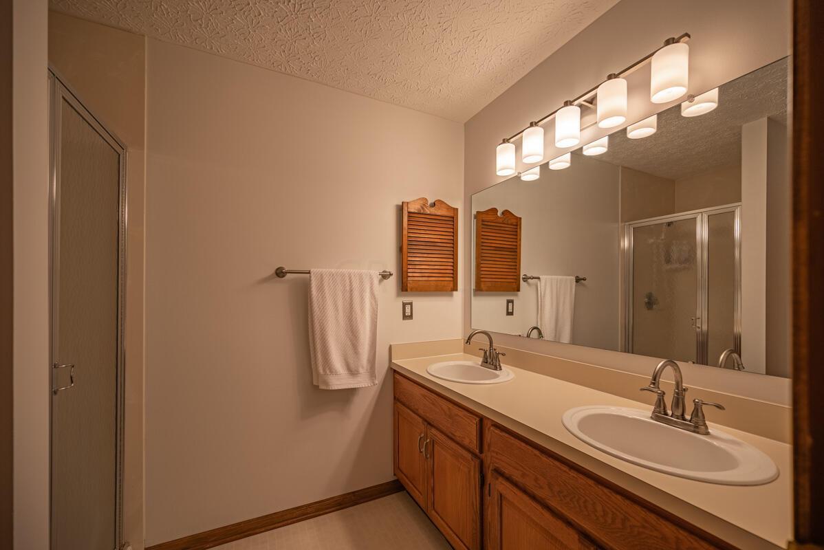 608 Bridgewater master bath