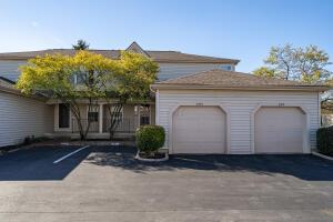 Great condo! Dublin Schools! Super location, close to Sawmill Rd amenities, Carriage Place Center and Crowne Point shopping mall!