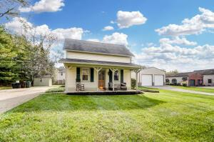 Welcome home to this adorable & affordable Olentangy SD (Berlin HS, Berkshire MS & Johnnycakes Elem)! Great price for it's location & SD!