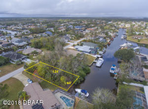 8 Comanche Court, Palm Coast, FL 32137