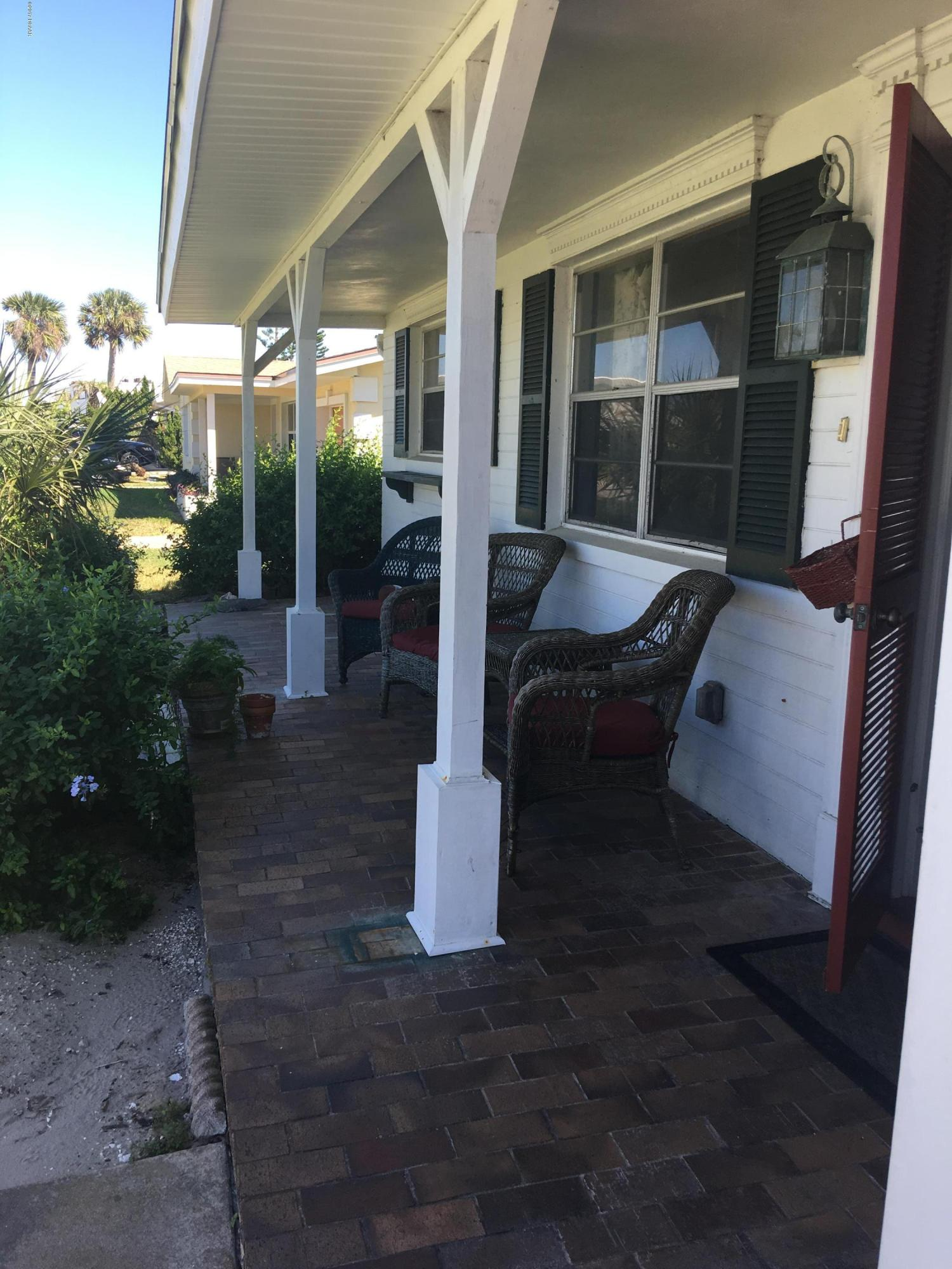 Listing photo id 5 for 14 Silk Oaks Drive