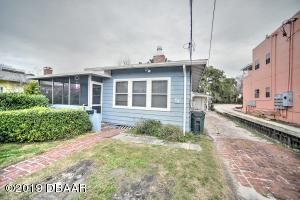 428 N Oleander Ave. Multi Family / Vacation Home Property - Front Home