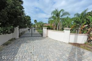 2706 S Peninsula Drive, Daytona Beach, FL 32118