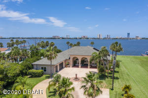 Luxurious Home & a Boaters Paradise on 2 acres!