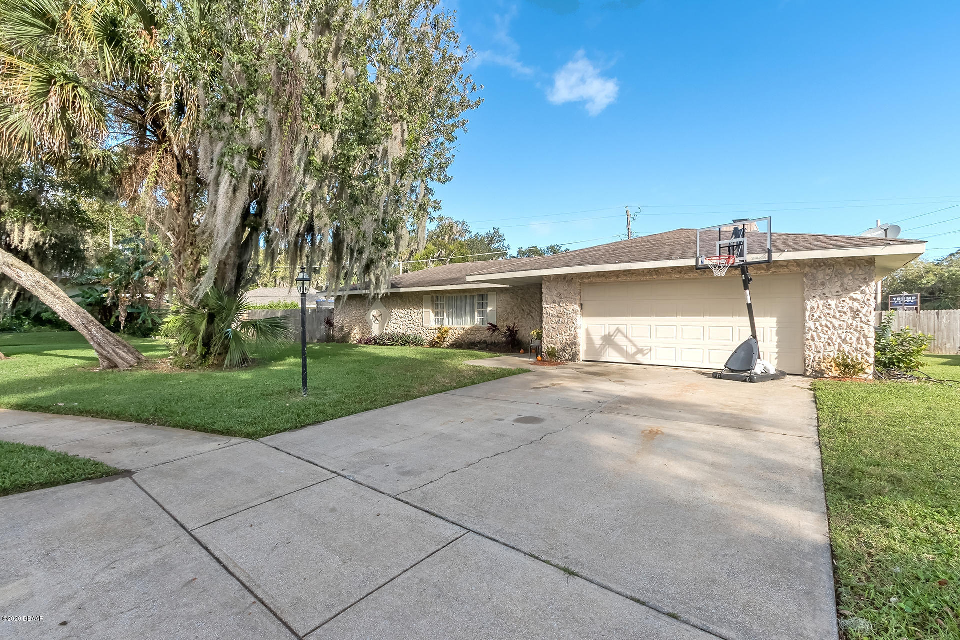Photo of 528 Hamlet Drive, Port Orange, FL 32127
