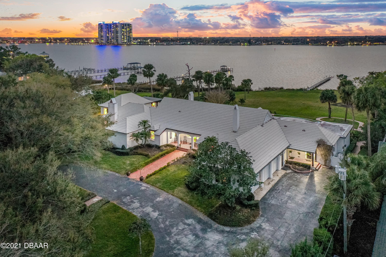 Photo of 1121 N Halifax Avenue, Daytona Beach, FL 32118