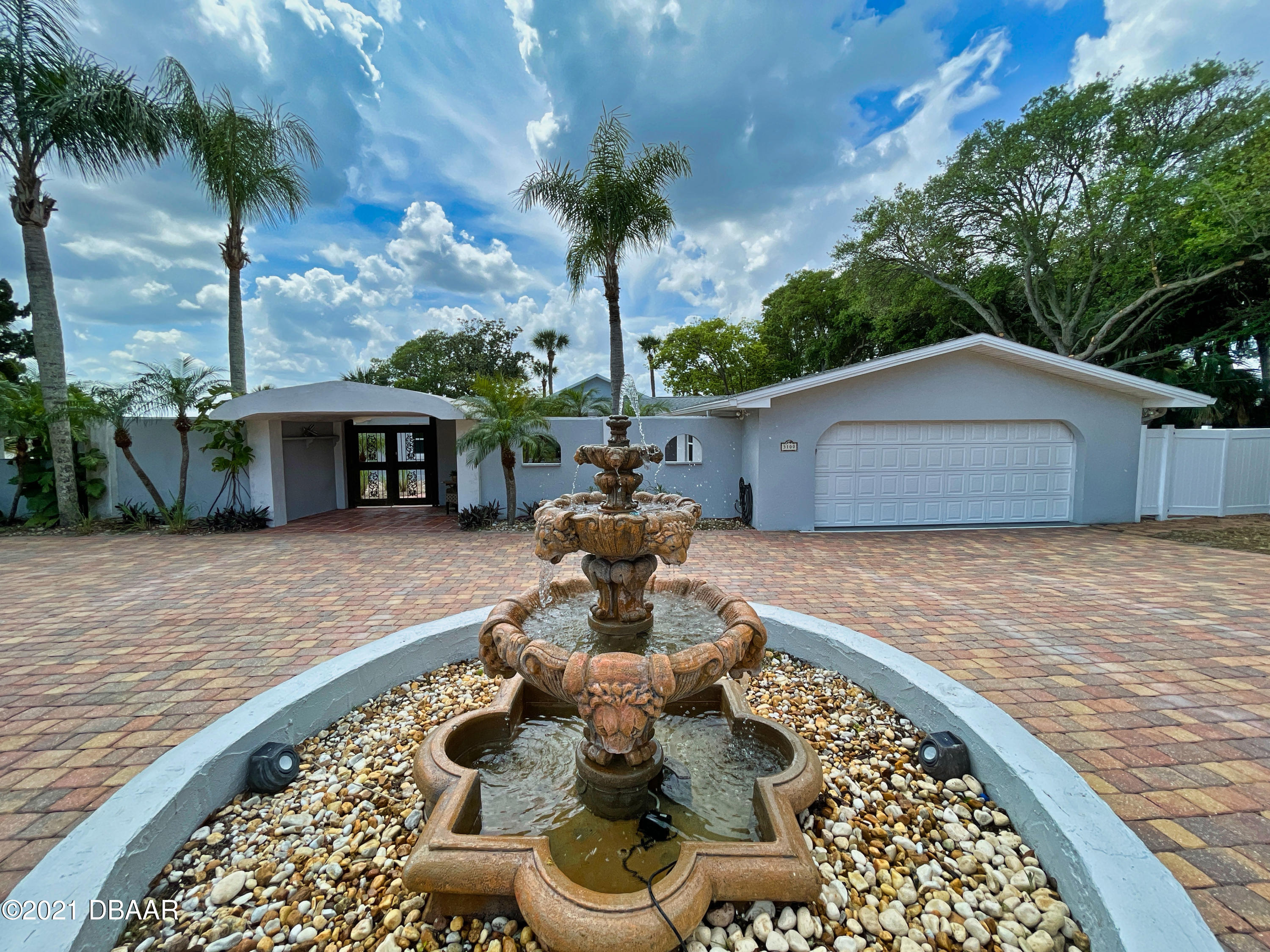 Listing photo id 2 for 3100 Peninsula Drive