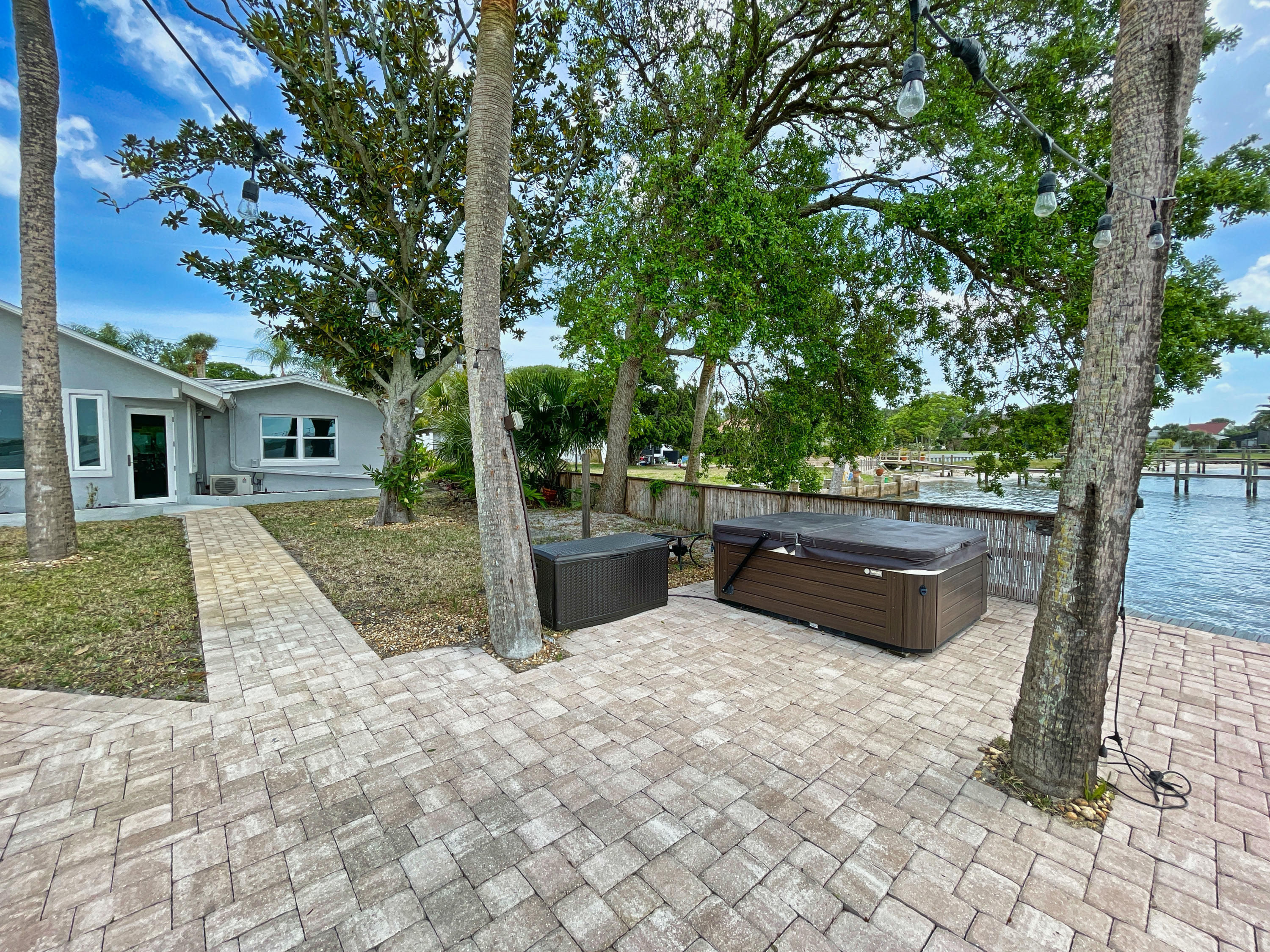 Listing photo id 51 for 3100 Peninsula Drive