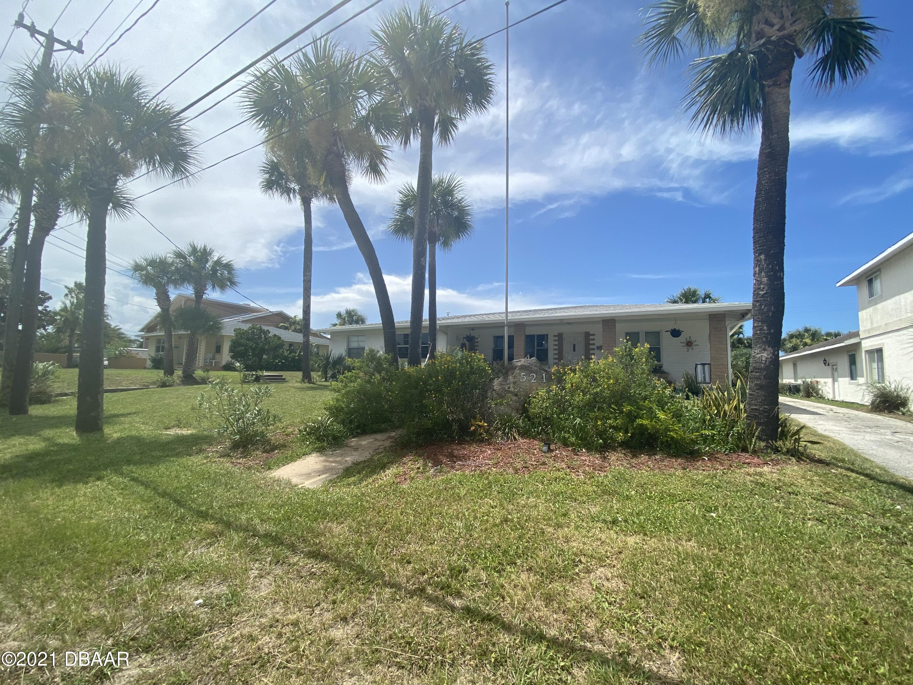 Listing photo id 5 for 521 University Boulevard