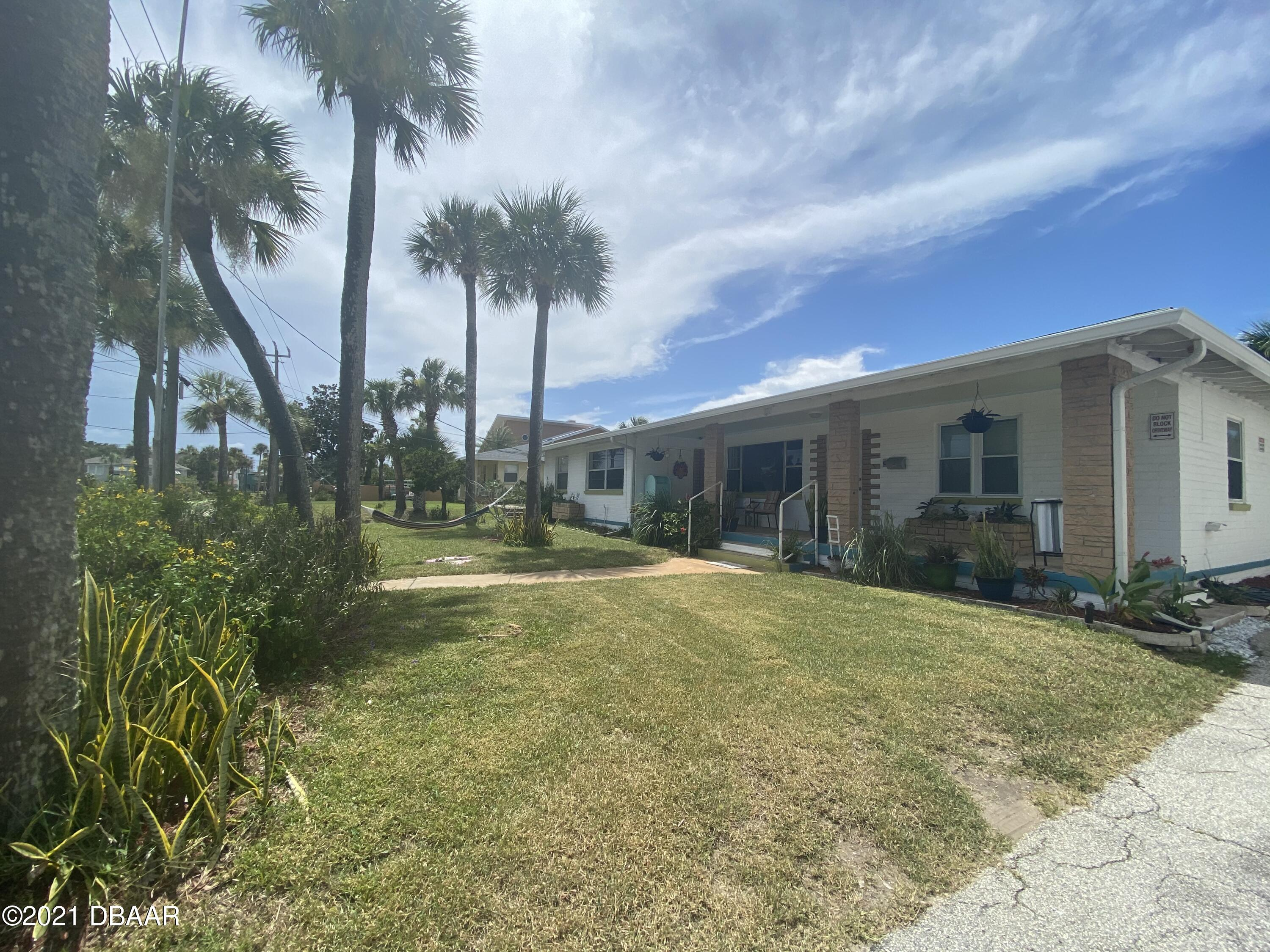 Listing photo id 6 for 521 University Boulevard