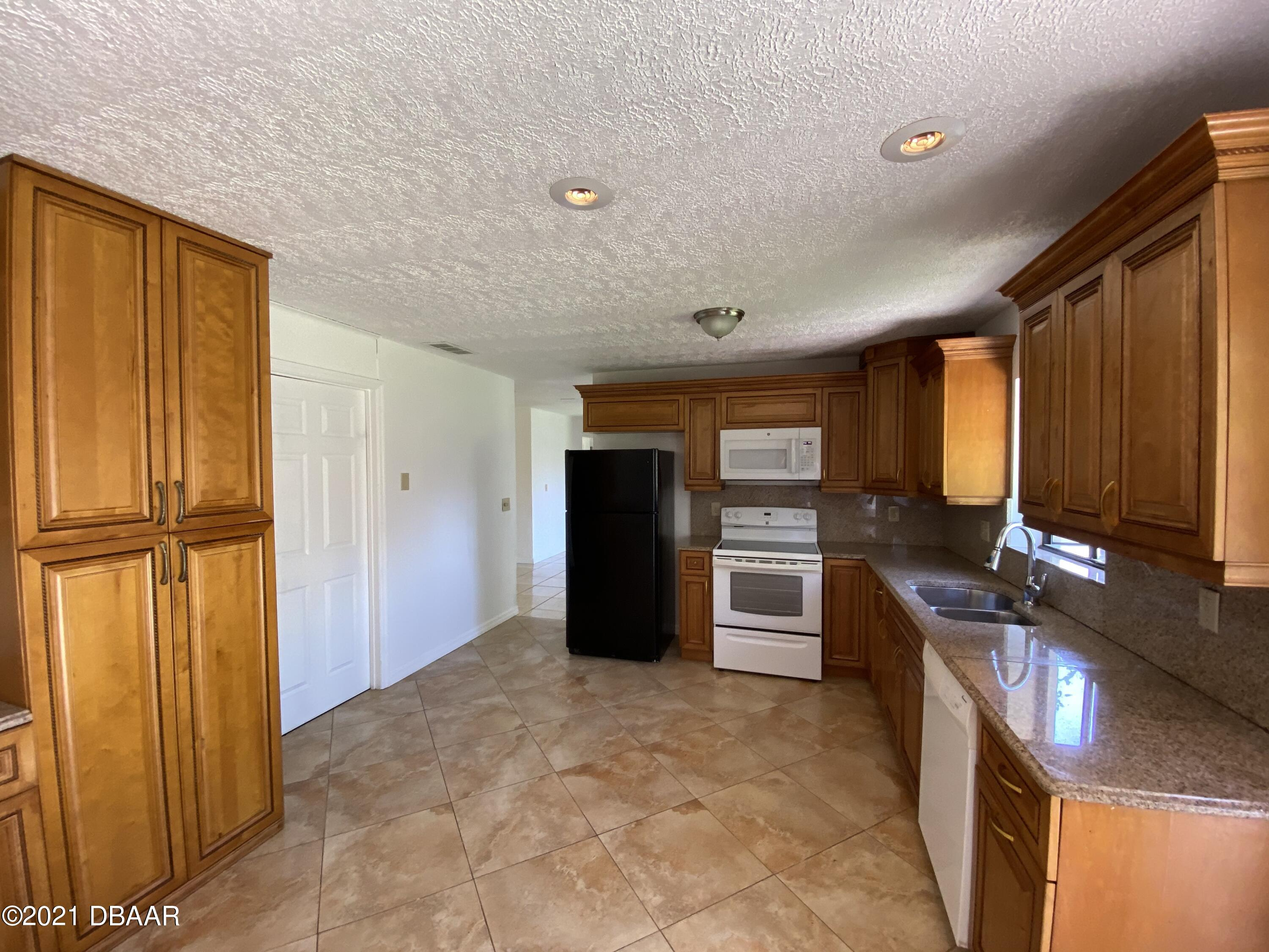 Listing photo id 2 for 161 Westwood Drive