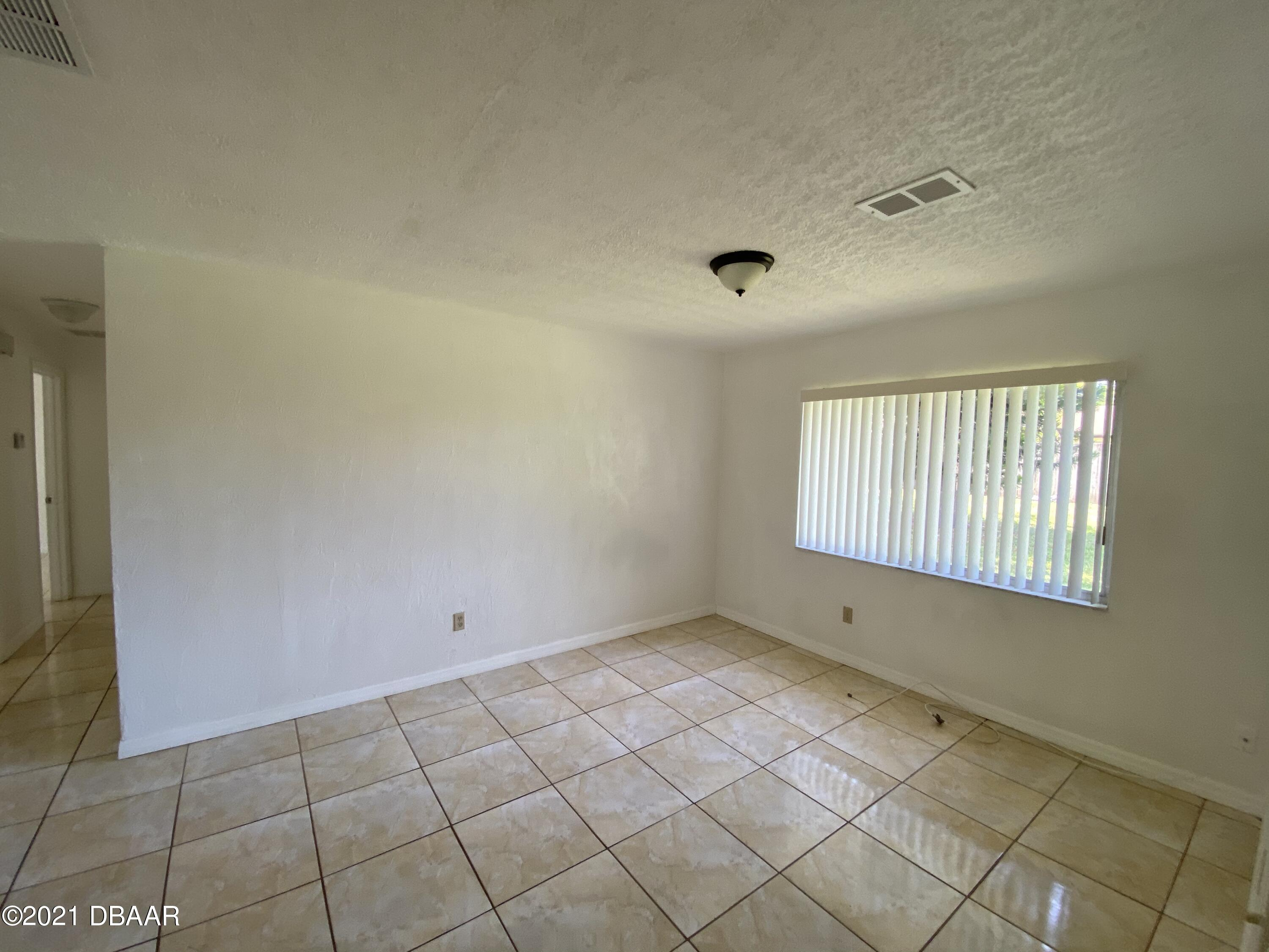 Listing photo id 4 for 161 Westwood Drive