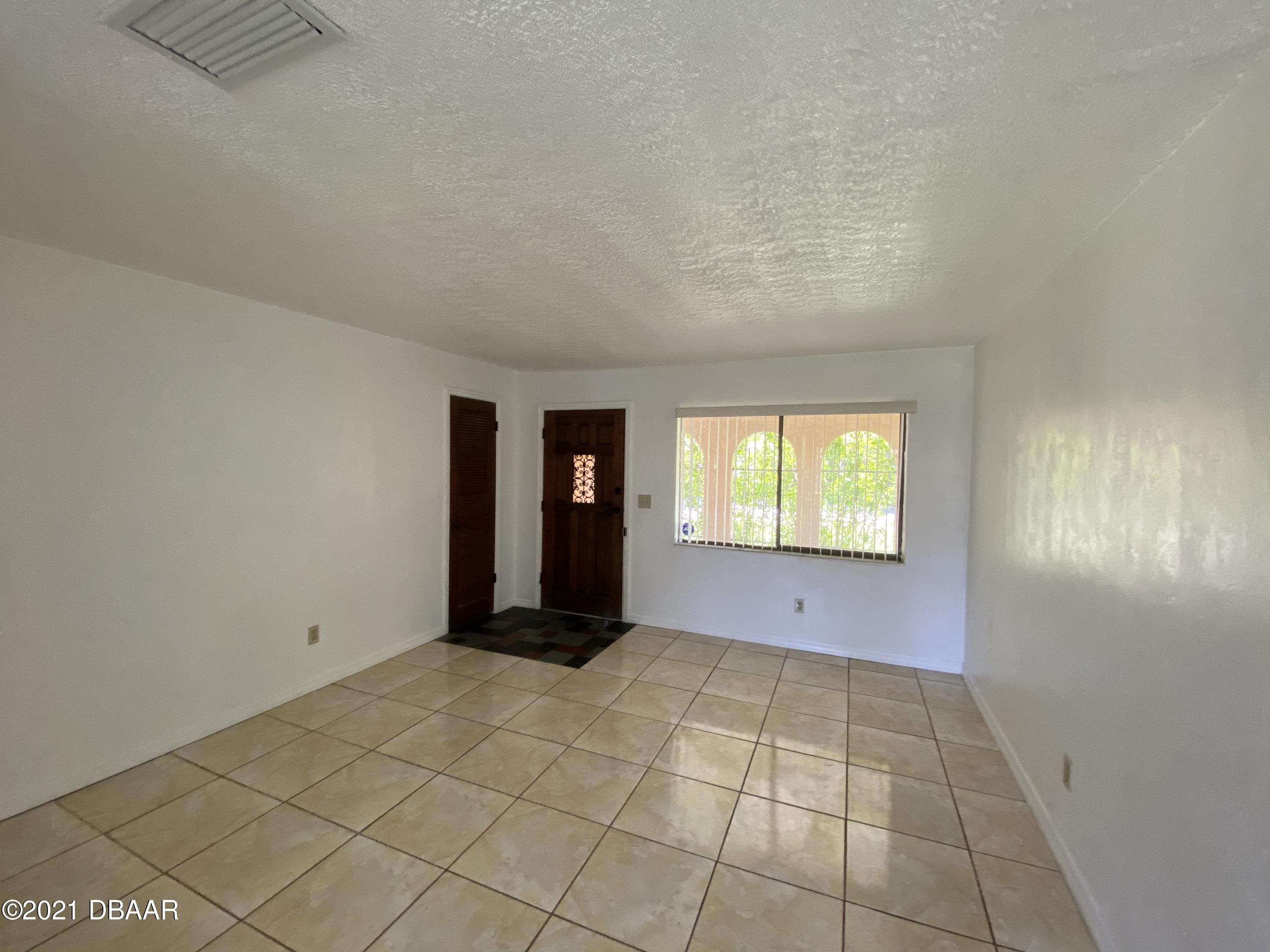 Listing photo id 6 for 161 Westwood Drive