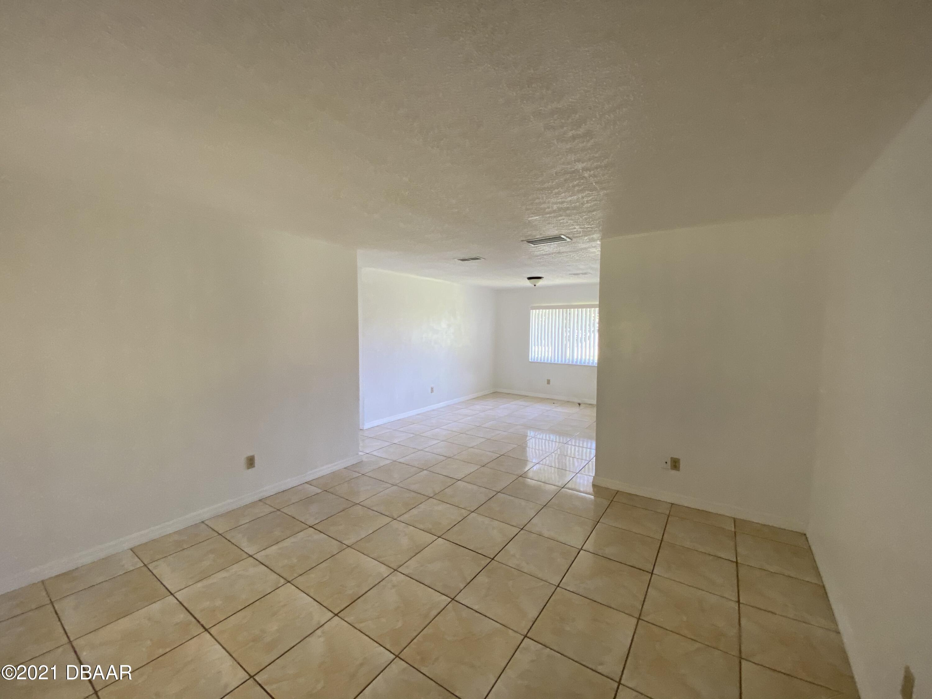 Listing photo id 7 for 161 Westwood Drive