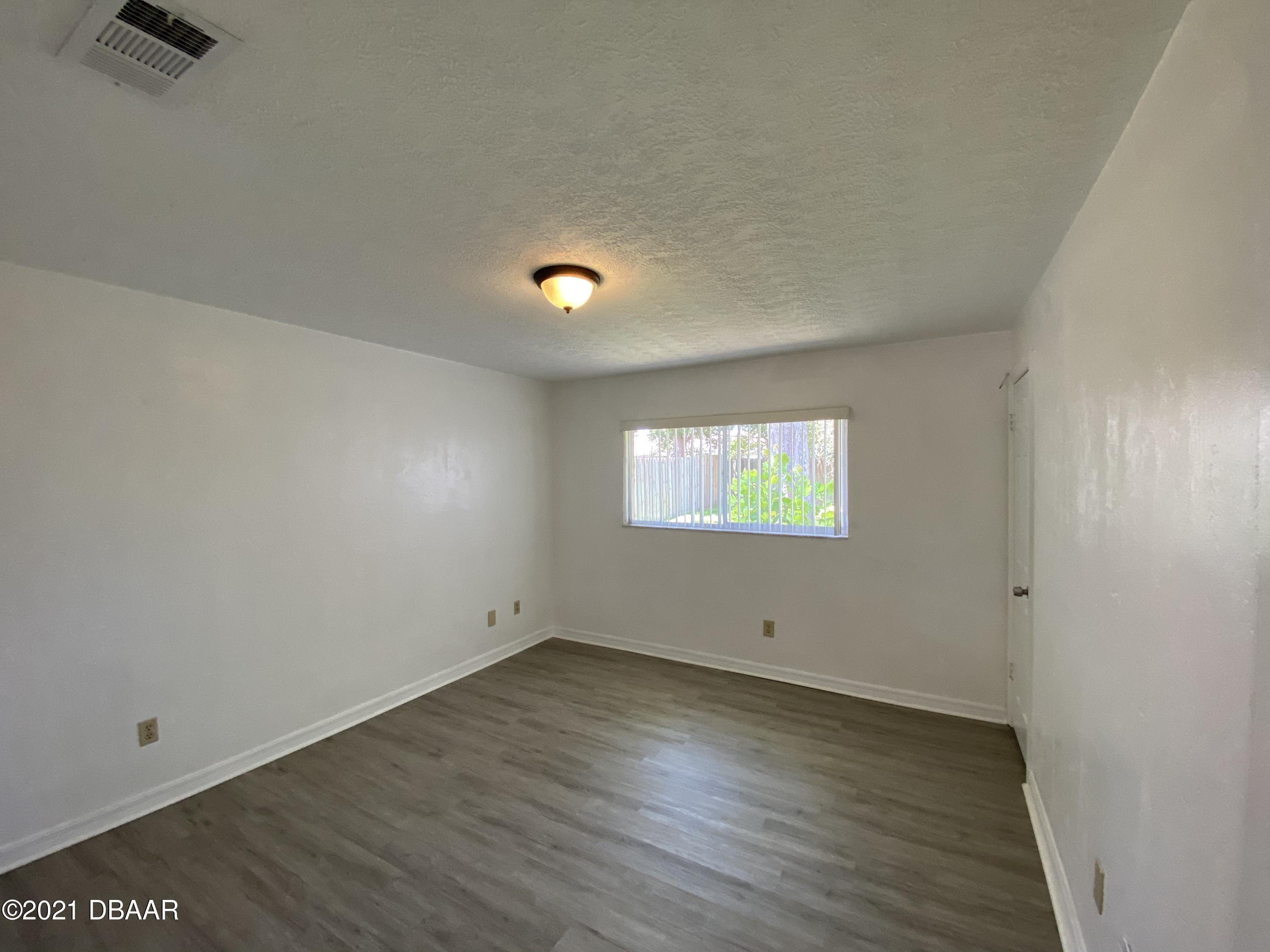 Listing photo id 10 for 161 Westwood Drive