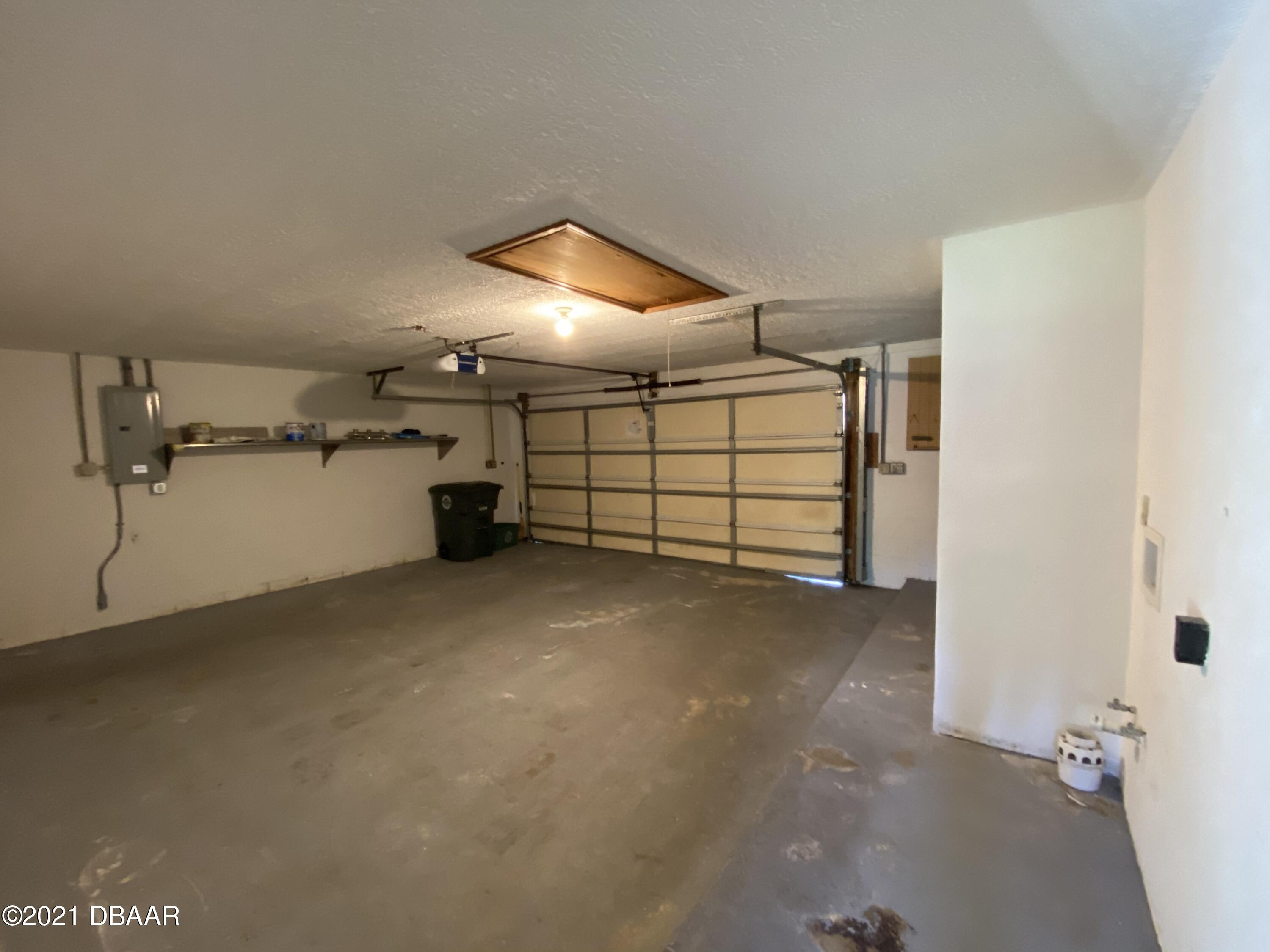 Listing photo id 13 for 161 Westwood Drive