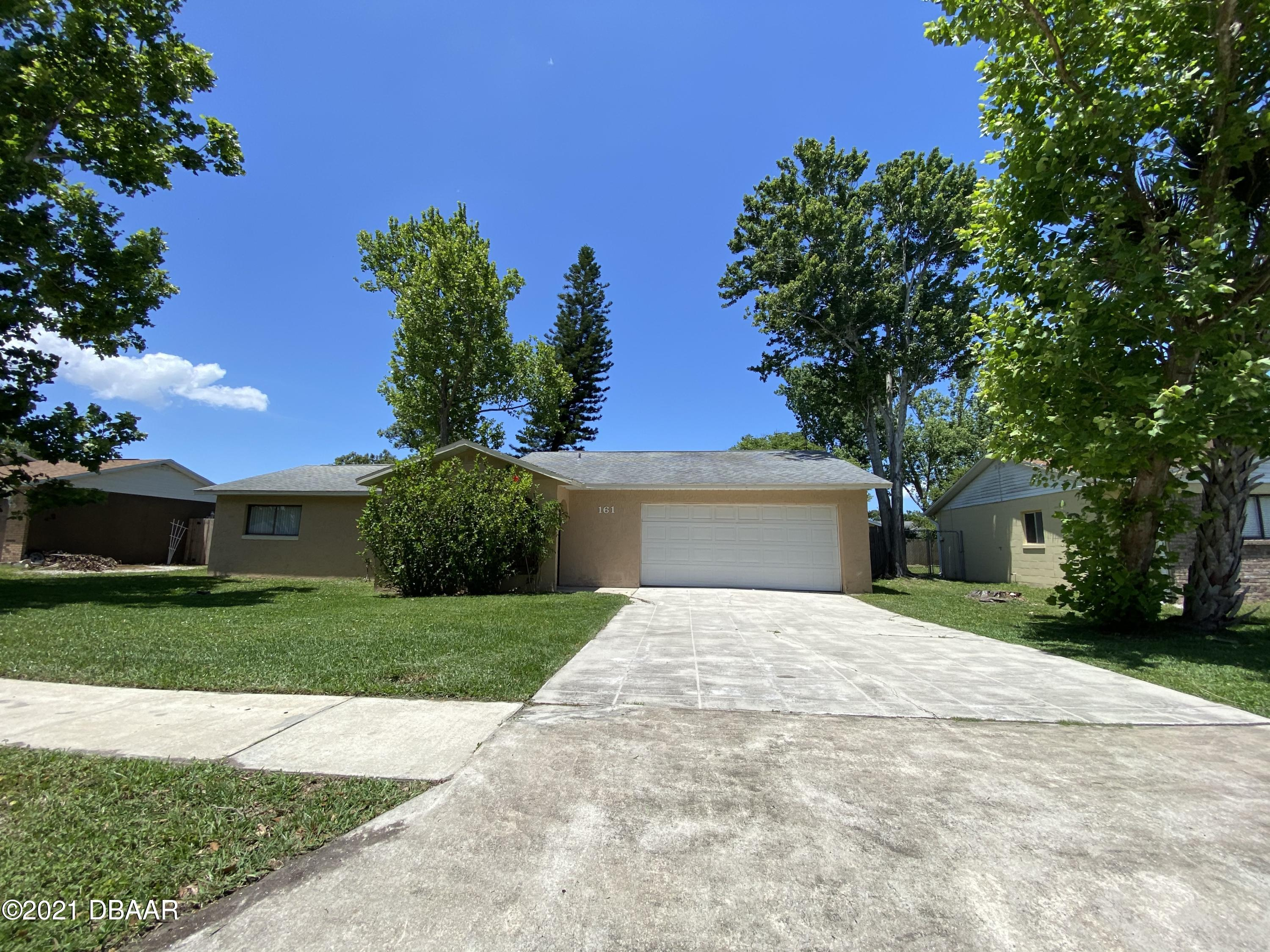 Listing photo id 14 for 161 Westwood Drive