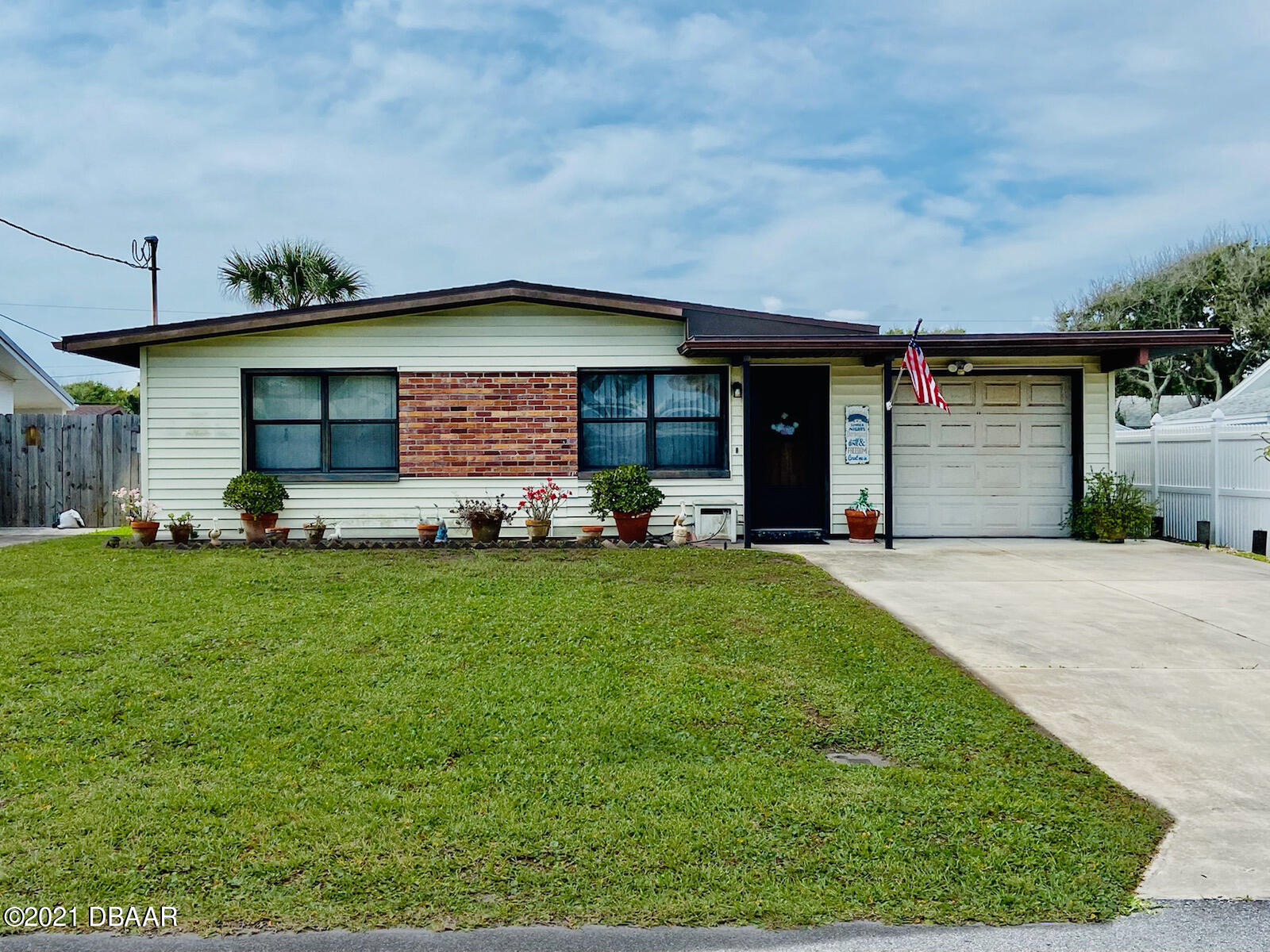 Photo of 409 Columbus Avenue, New Smyrna Beach, FL 32169