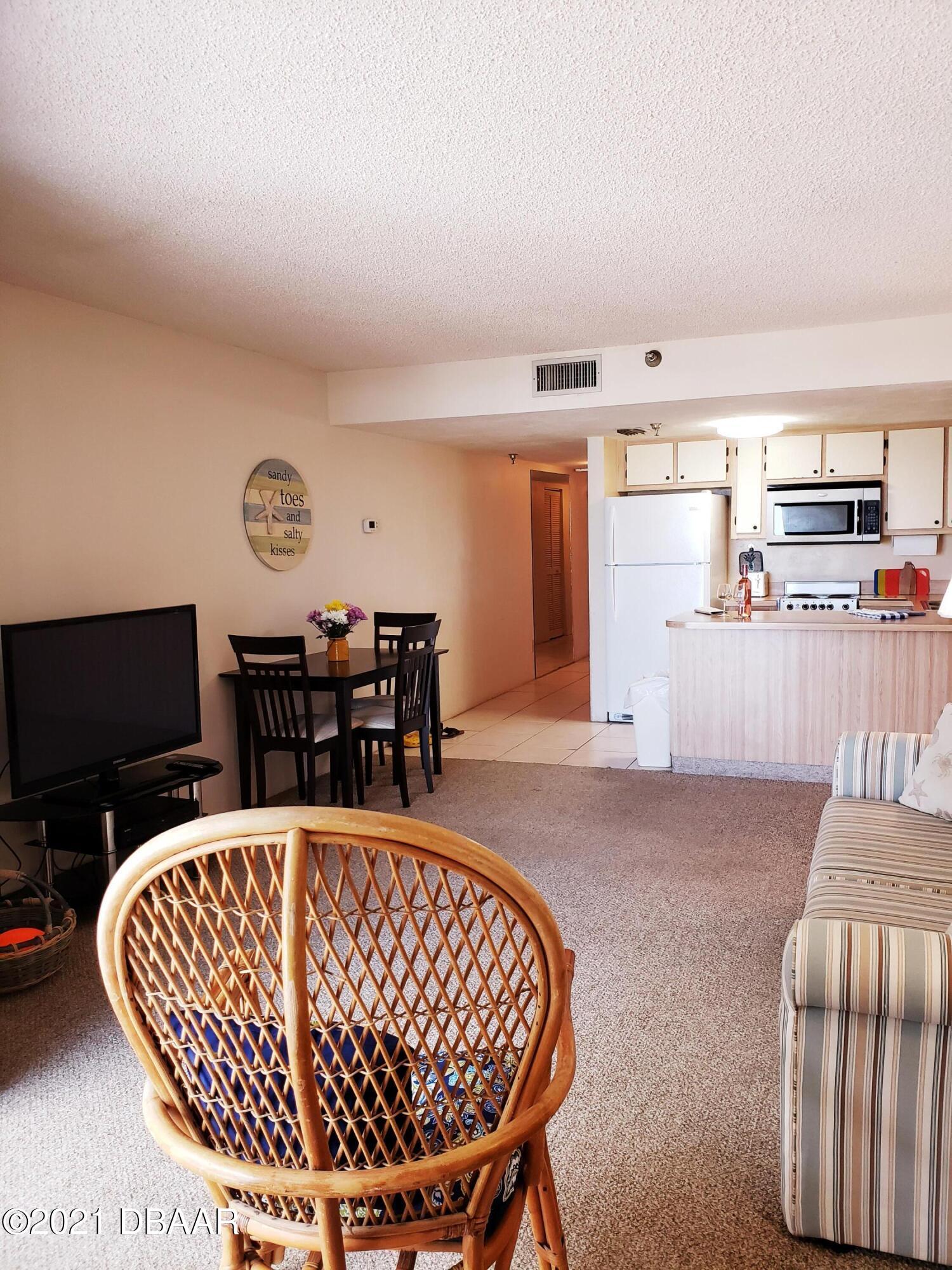 Listing photo id 3 for 3647 Atlantic Avenue 306