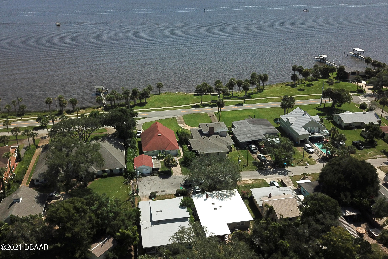 Listing photo id 3 for 1668 Beach Drive