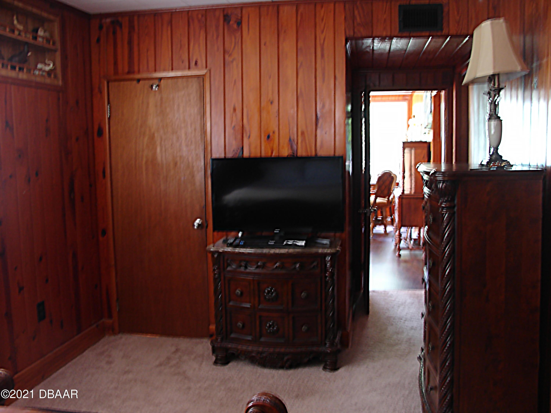 Listing photo id 11 for 1668 Beach Drive