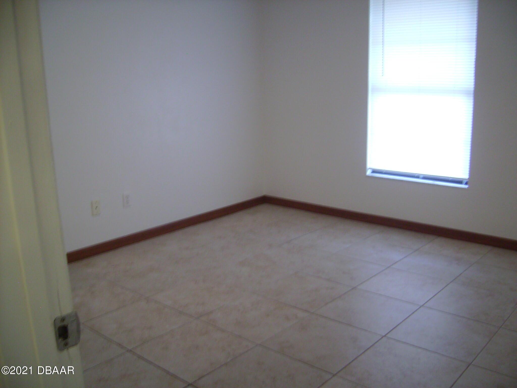 Listing photo id 8 for 1692 Espanola Avenue