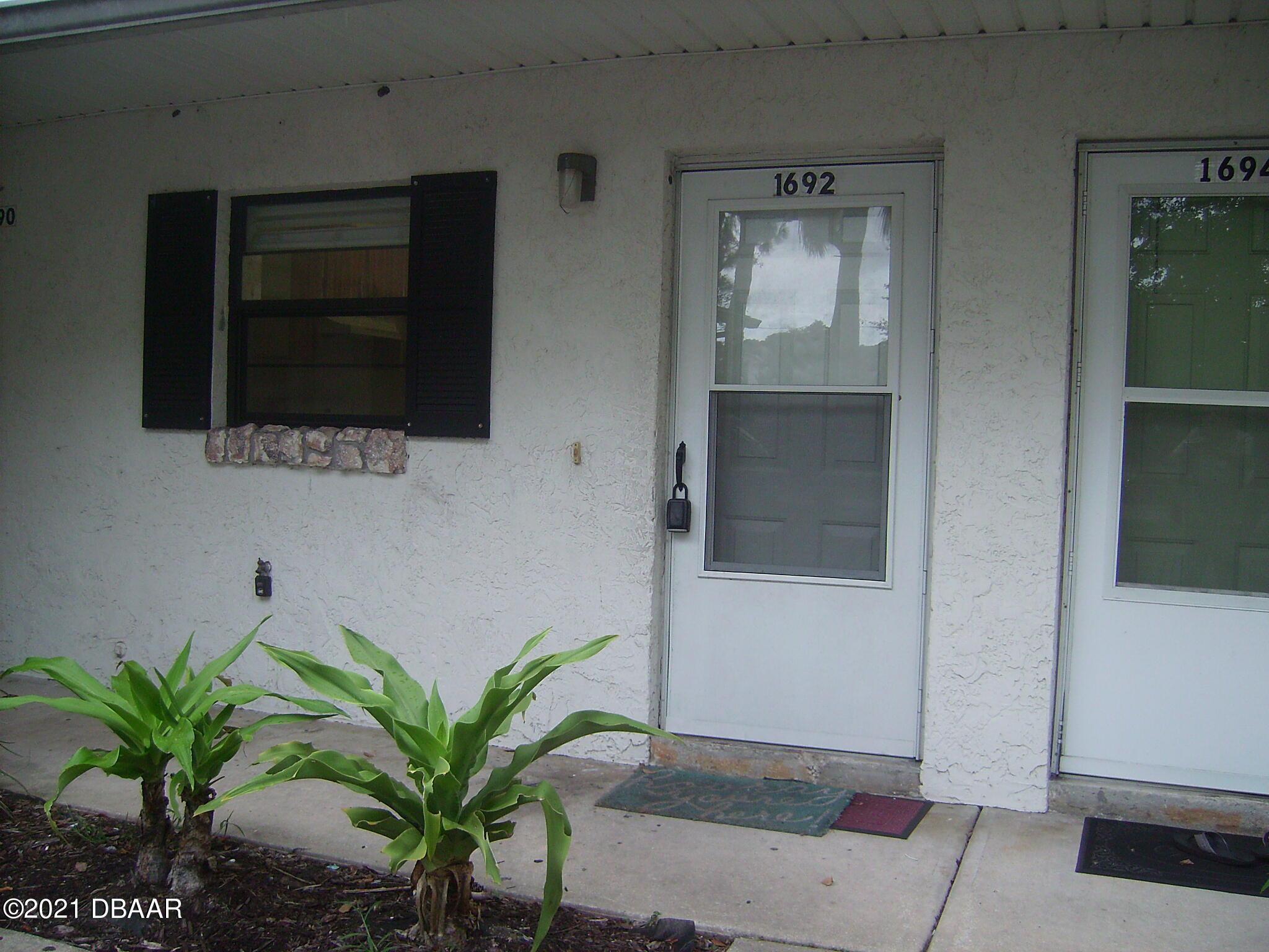 Listing photo id 2 for 1692 Espanola Avenue