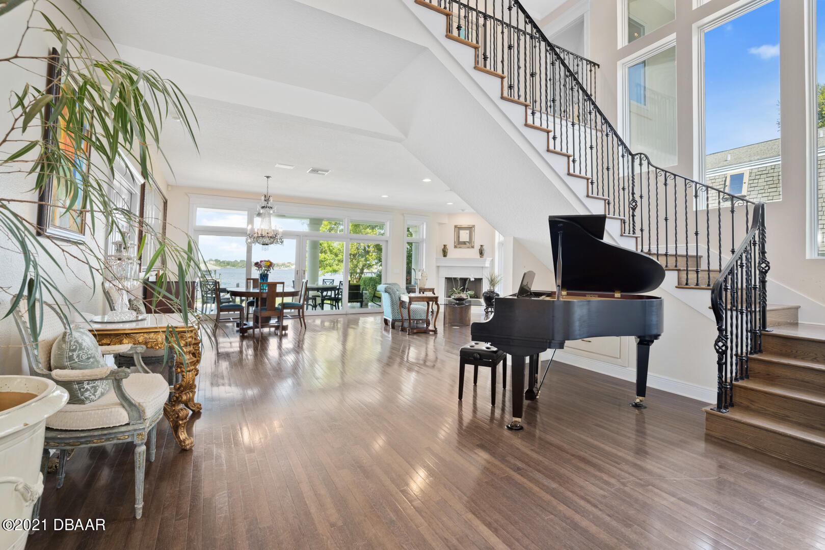 Listing photo id 8 for 70 Riverside Drive