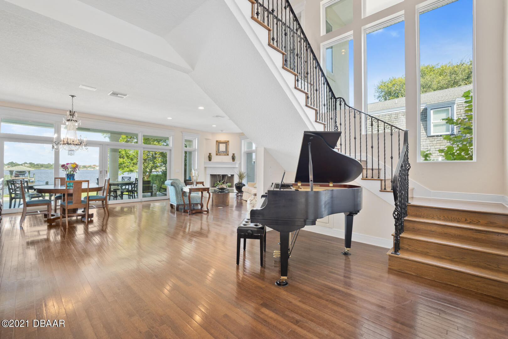 Listing photo id 9 for 70 Riverside Drive