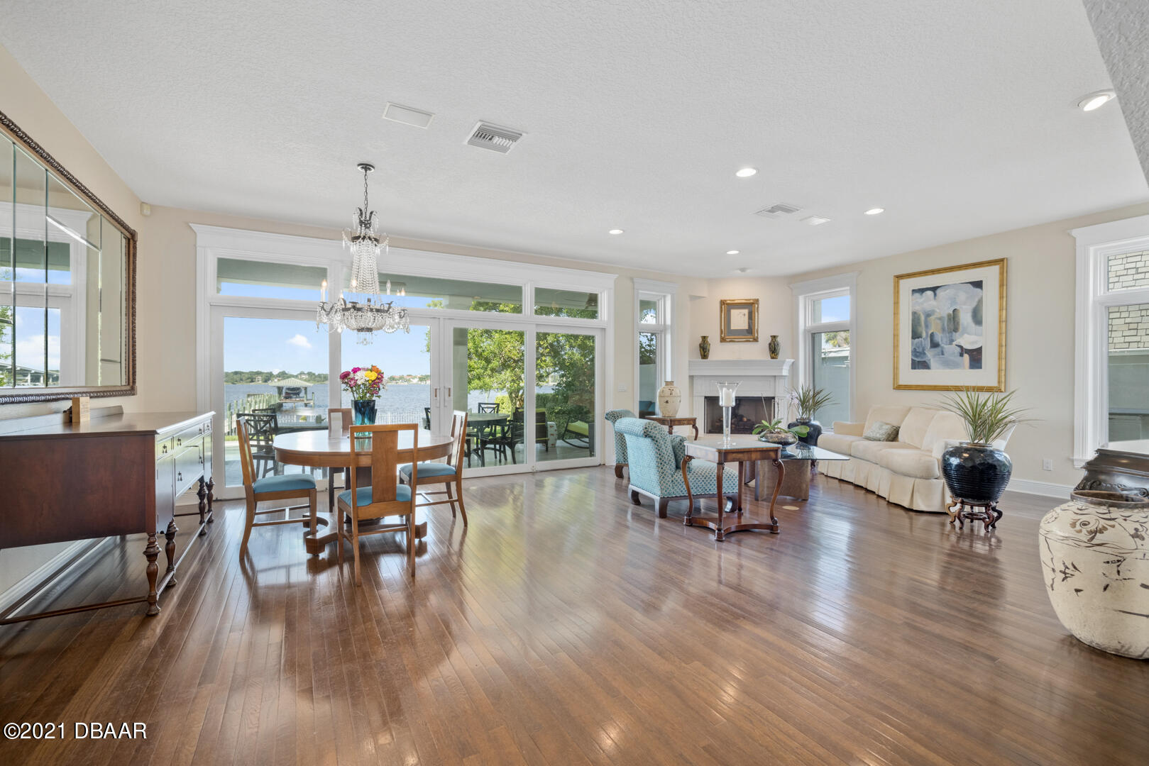 Listing photo id 15 for 70 Riverside Drive