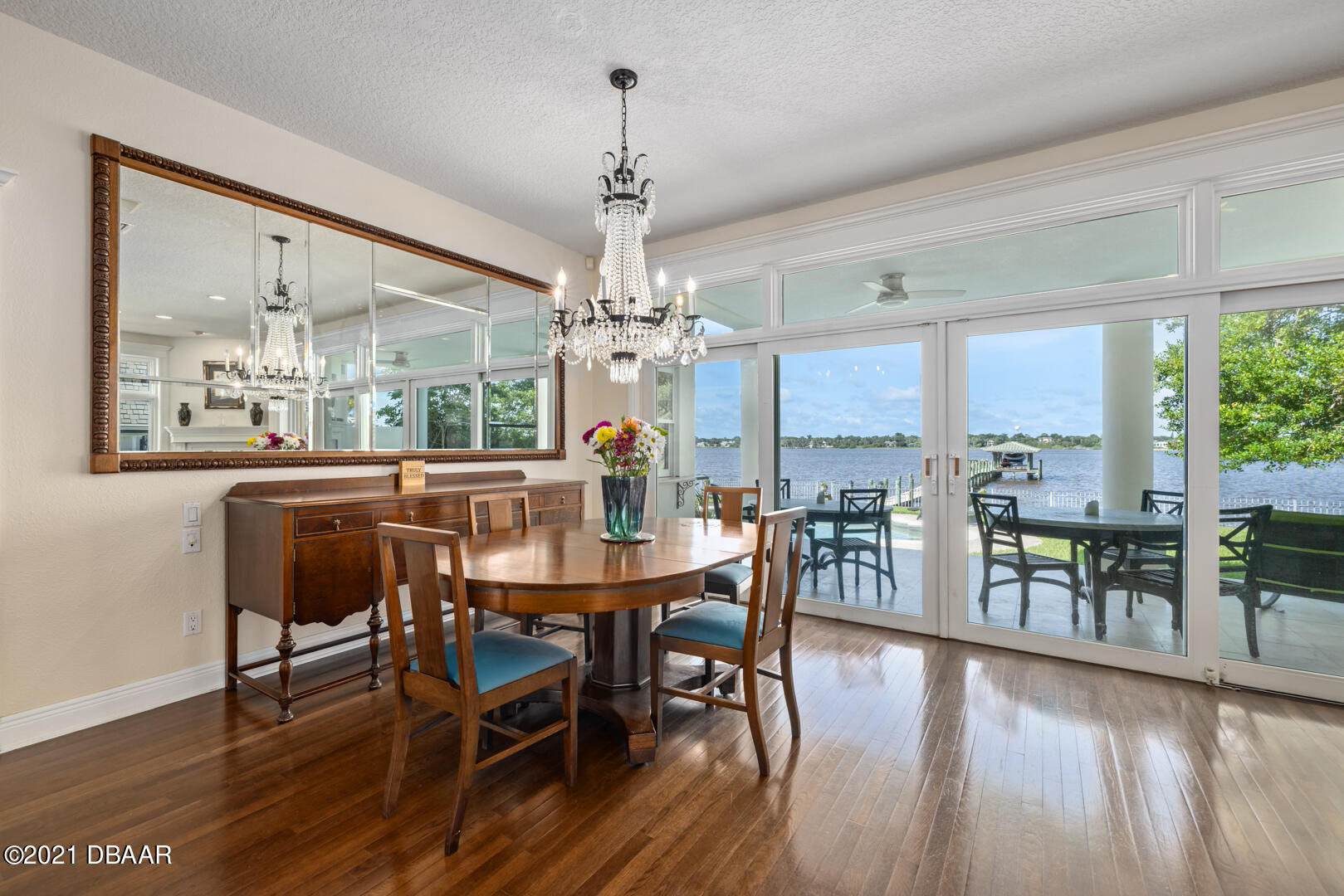 Listing photo id 12 for 70 Riverside Drive