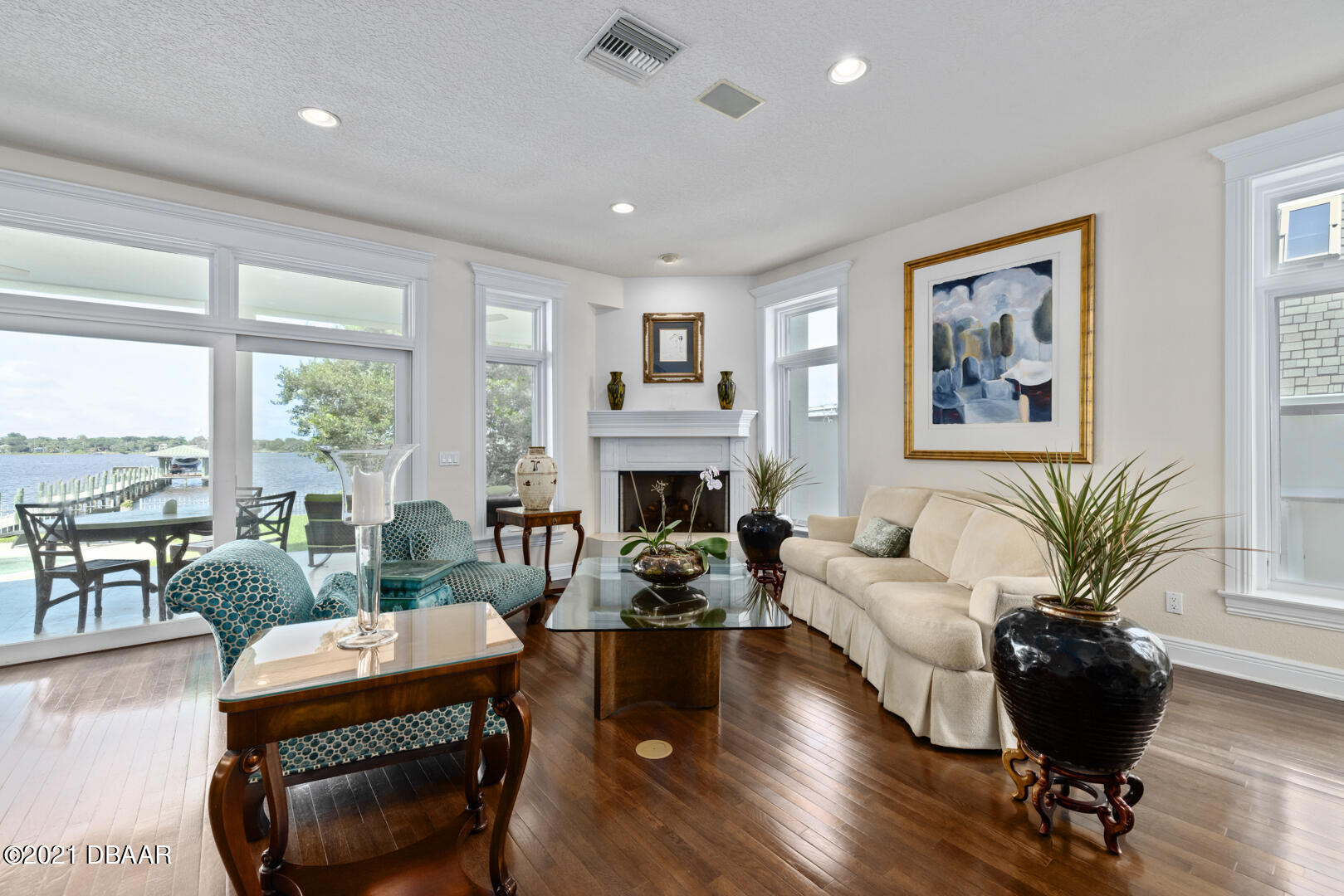 Listing photo id 13 for 70 Riverside Drive