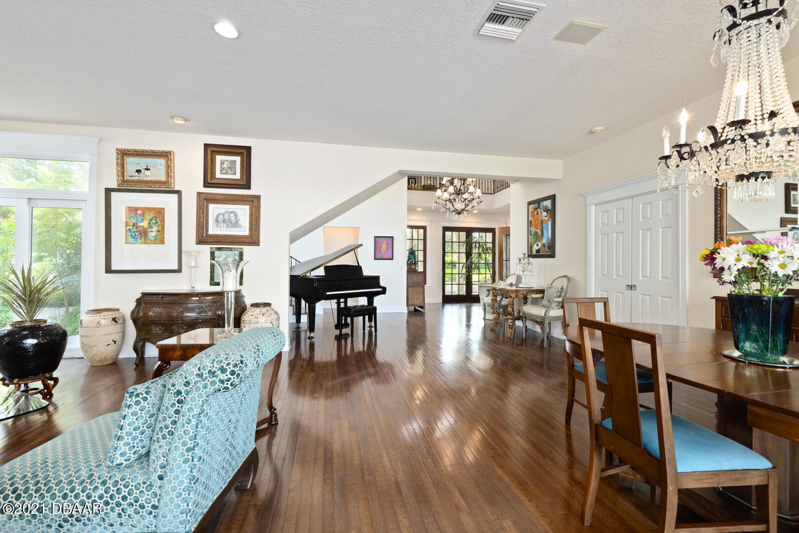 Listing photo id 14 for 70 Riverside Drive