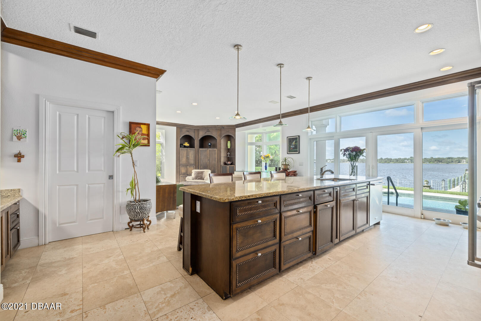 Listing photo id 18 for 70 Riverside Drive