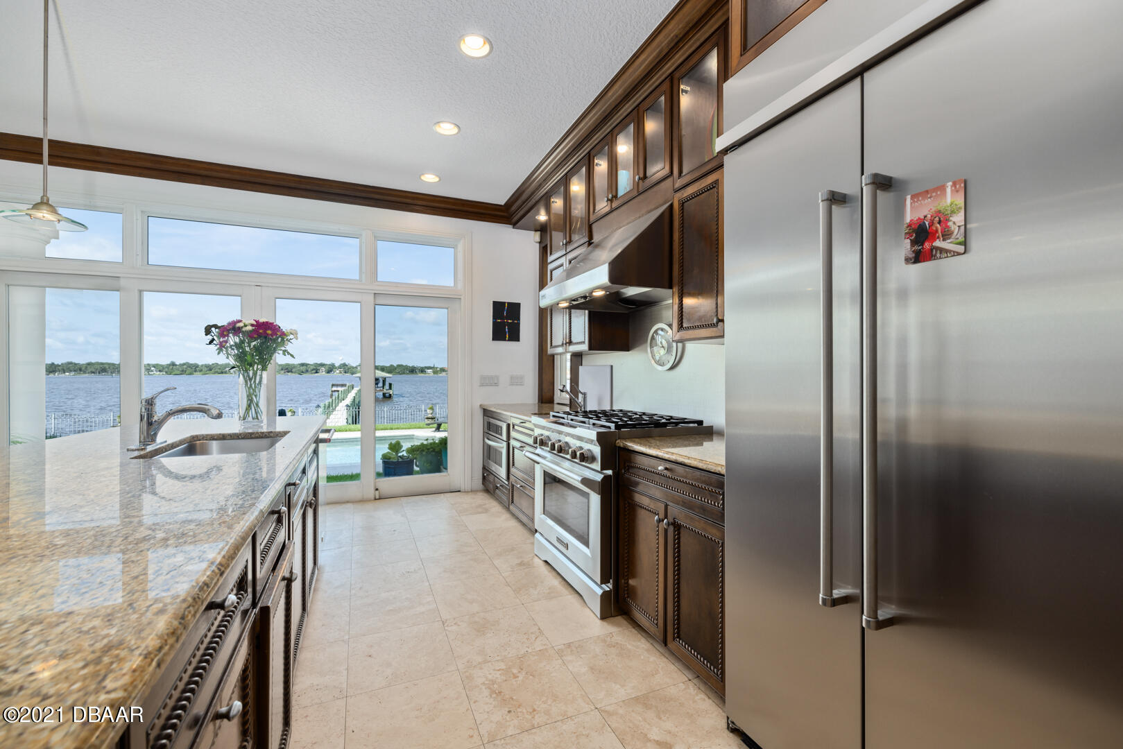 Listing photo id 20 for 70 Riverside Drive