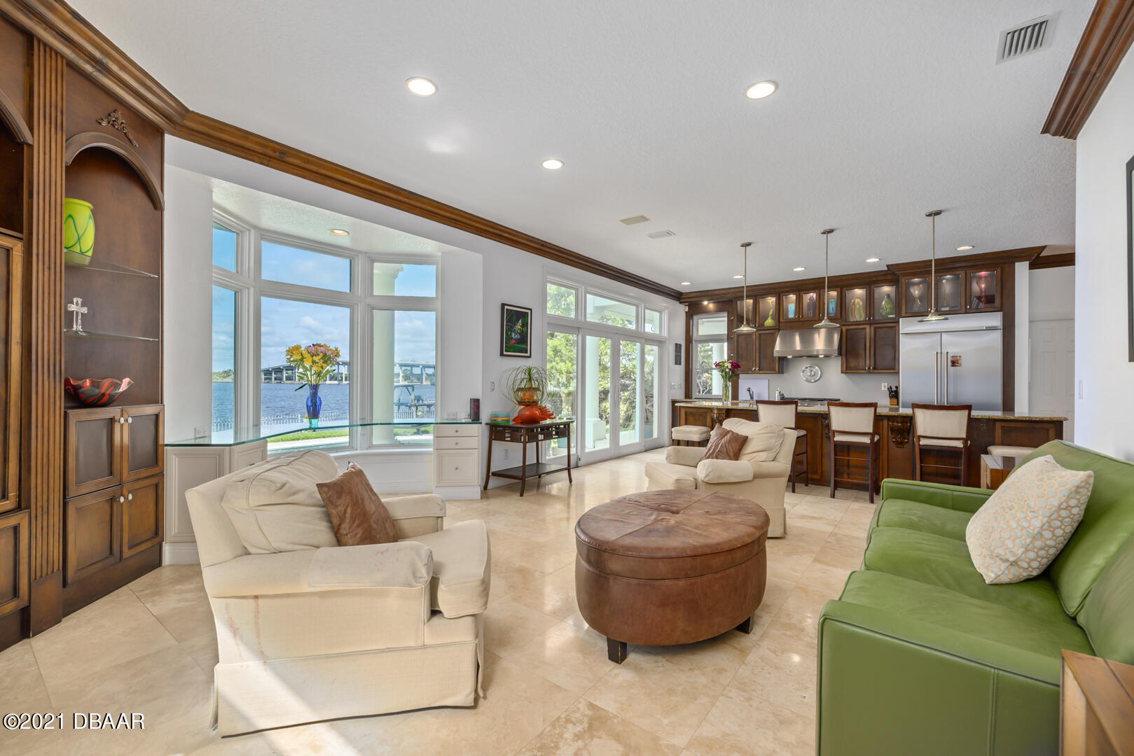 Listing photo id 25 for 70 Riverside Drive