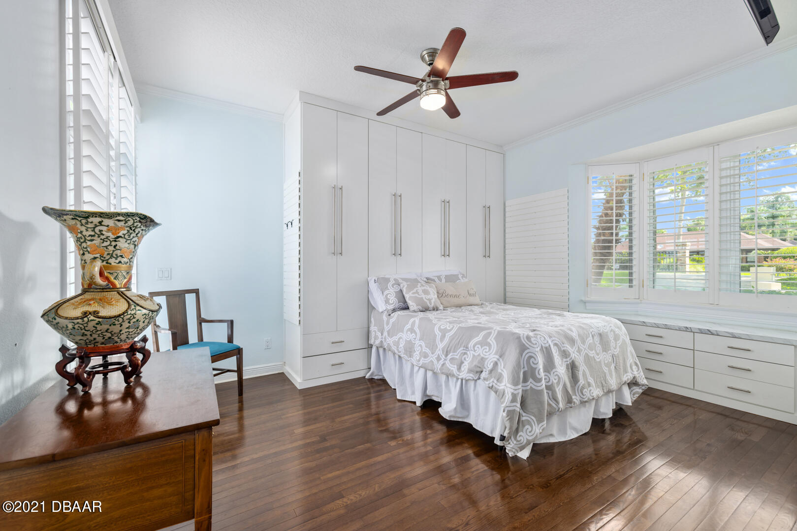 Listing photo id 30 for 70 Riverside Drive