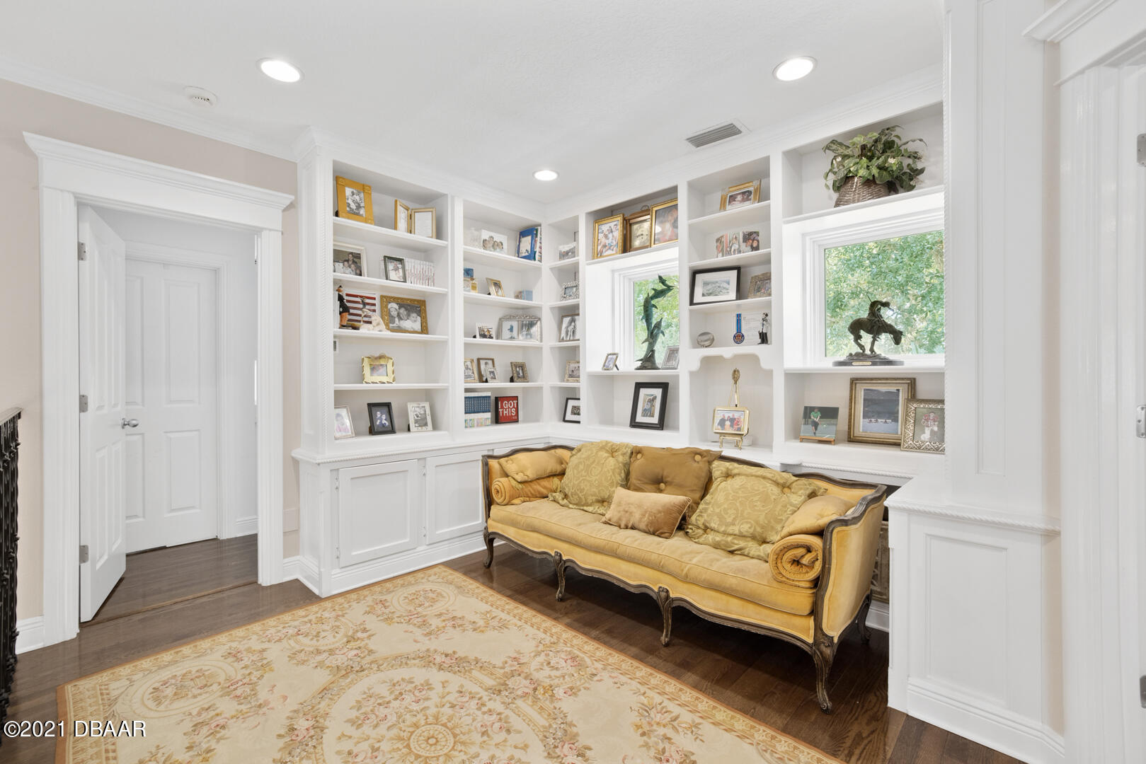 Listing photo id 55 for 70 Riverside Drive